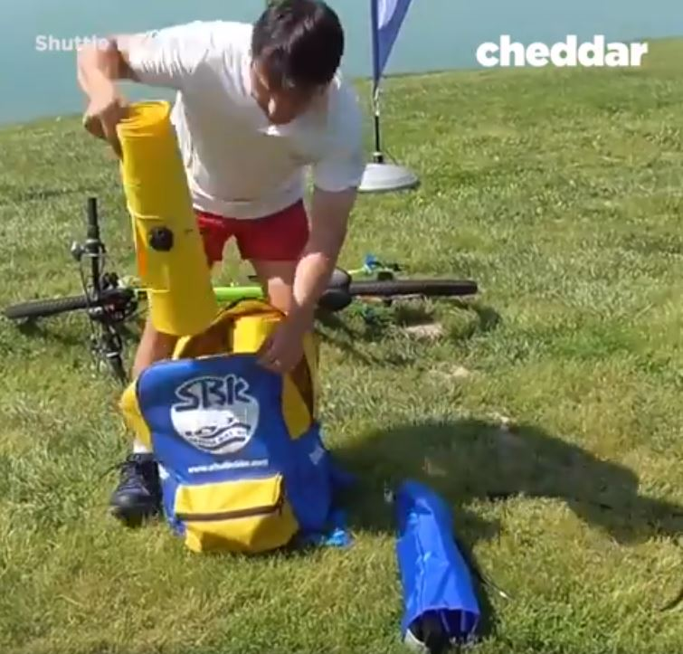 New Invention That Let's You Cycle On Water Can Be Put In A Backpack image 4