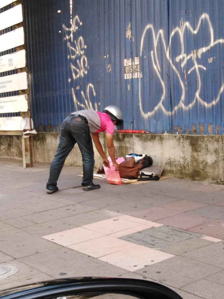 FoodPanda Rider Goes Viral for Giving Food to Sleeping Homeless Man